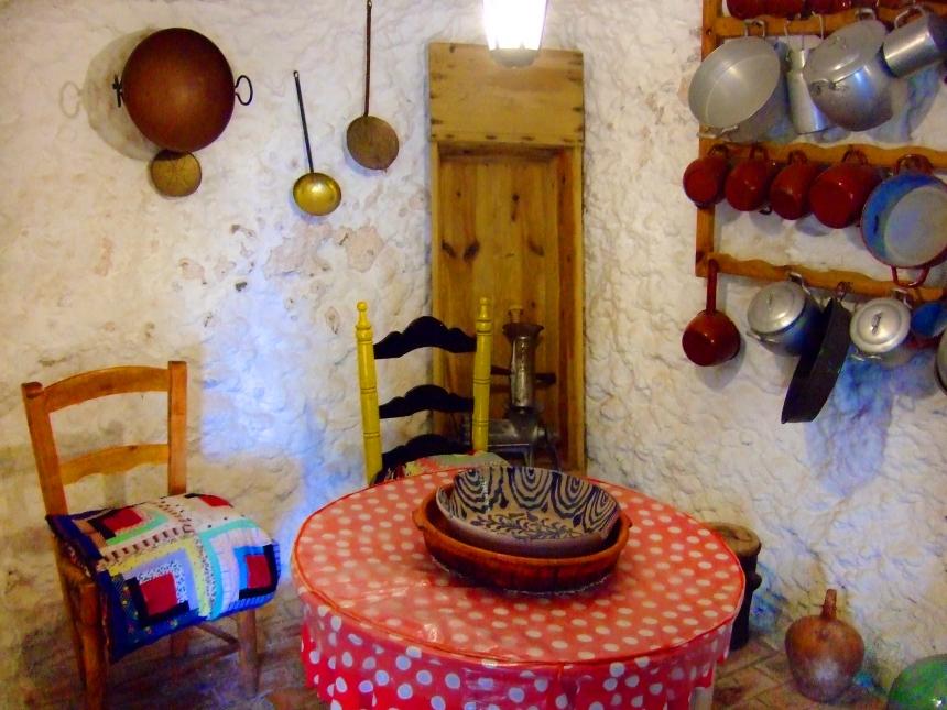 Spain_Costa del Sol_Sacromonte cave dwelling_Pixabay public domain-255470